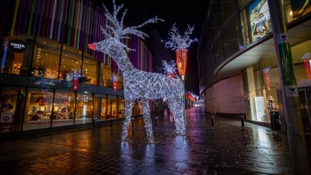 christmas-uk-london-covid.jpg