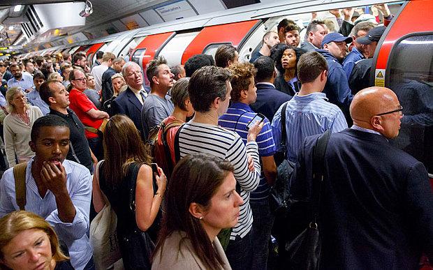 commuters-london_3369331b-1.jpg