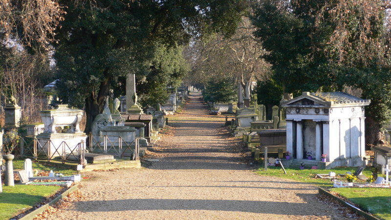 kensal_green_cemetery_view_december_2005.jpg