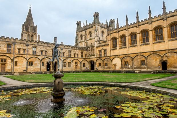 tom-quad-fountain-christ-church-oxford-england.jpg