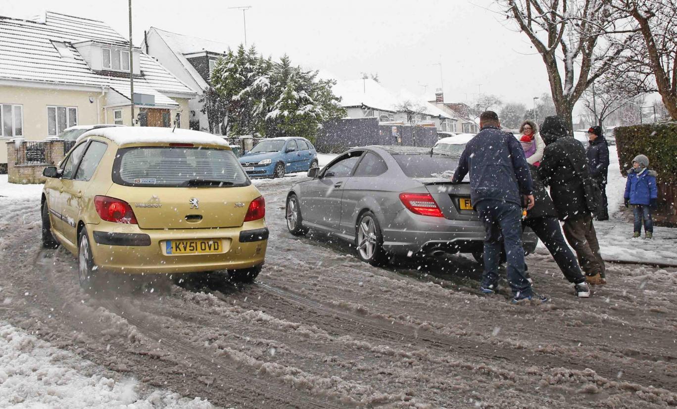 traffic-heavy-snow-falls.jpg