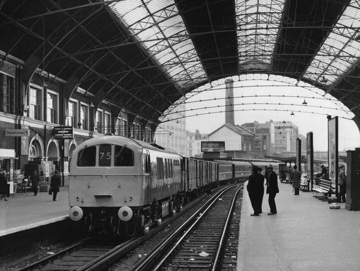 victoria_station_1960.jpg