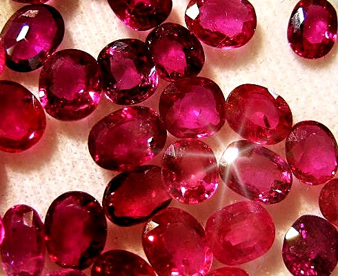 Miért drágák a rubin ékszerek  - Ékszermágus 062296d57d