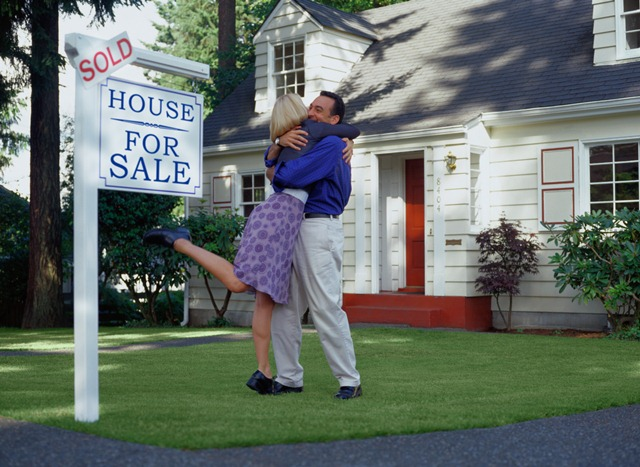20846-couple-with-sold-sign-uj.jpg