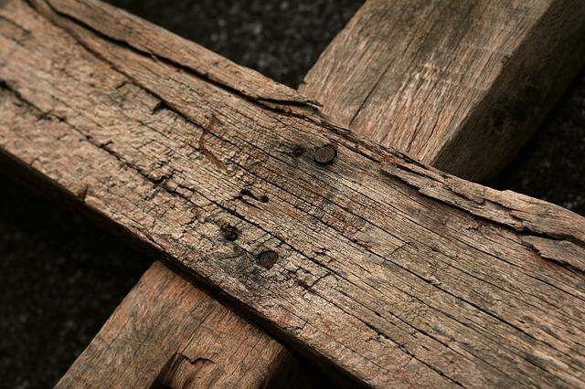 wooden-cross-3262919_640_1.jpg