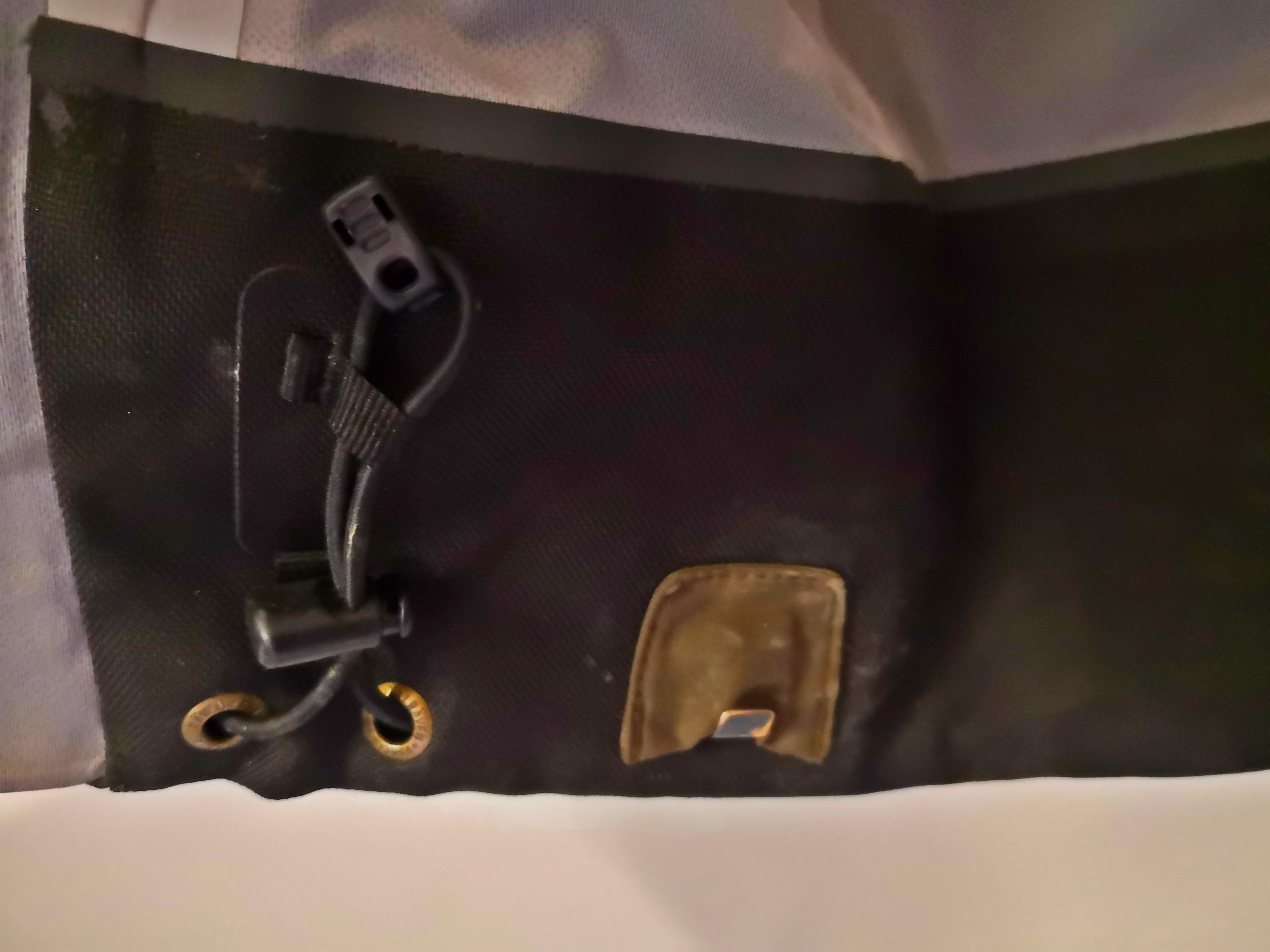 Szűkíthető szár bakancshoz rögzítő kampóvan