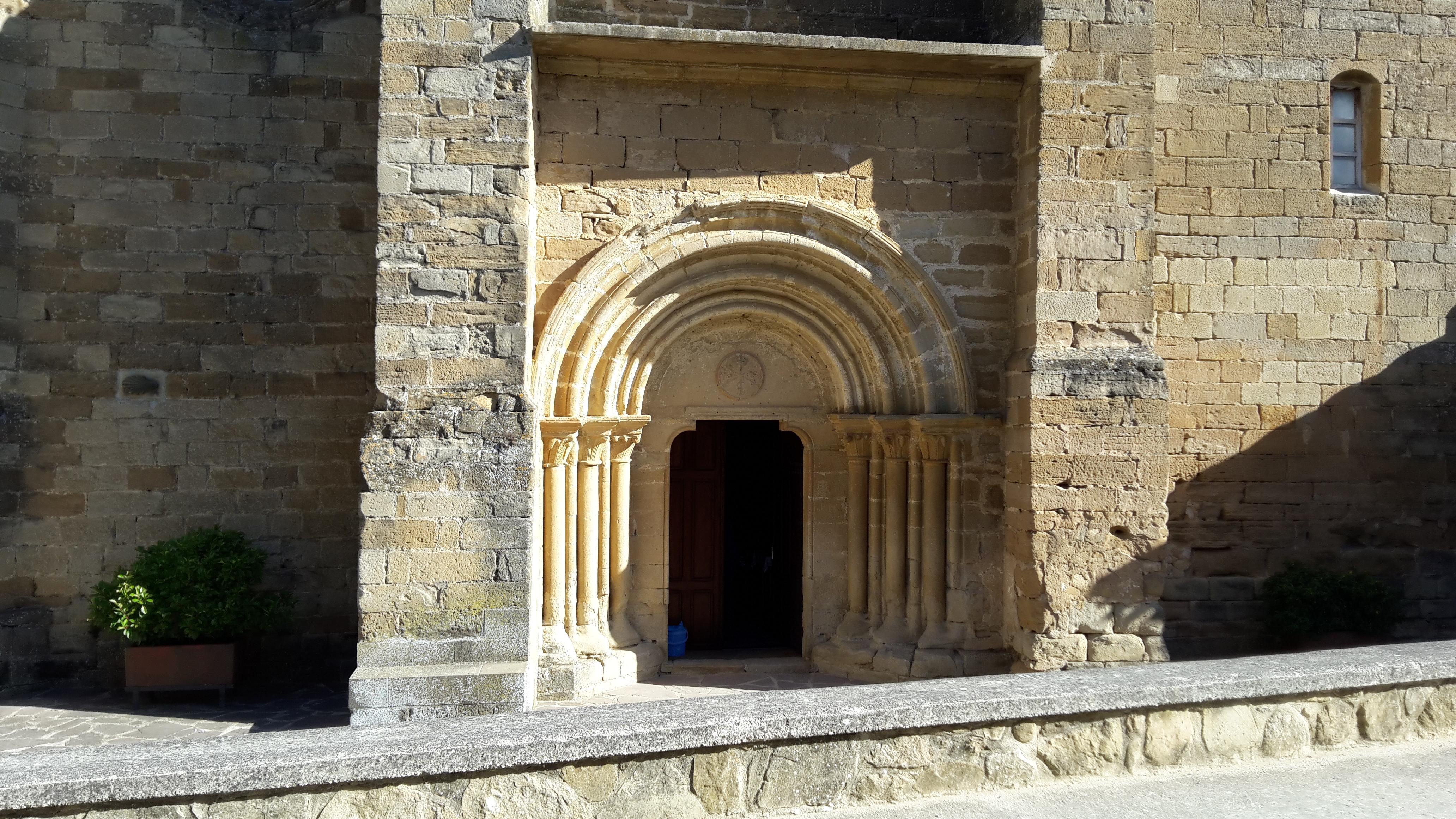 Zariquiegui. A templom bejárata.