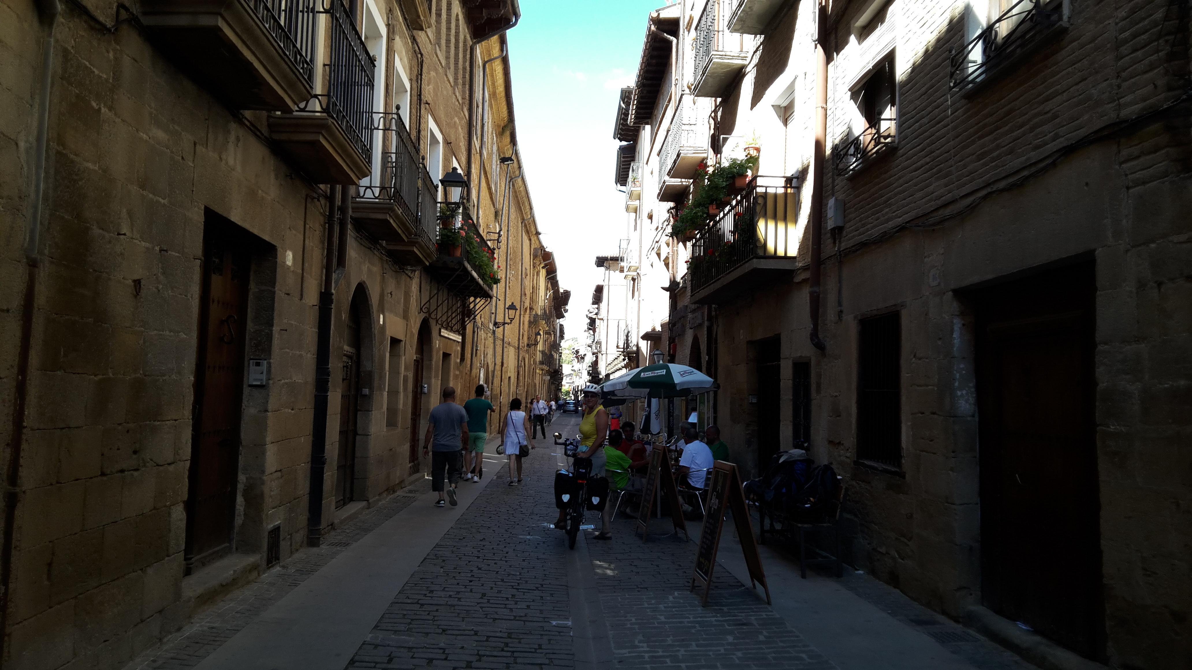 Puente la Reina a városközpont felé haladva.