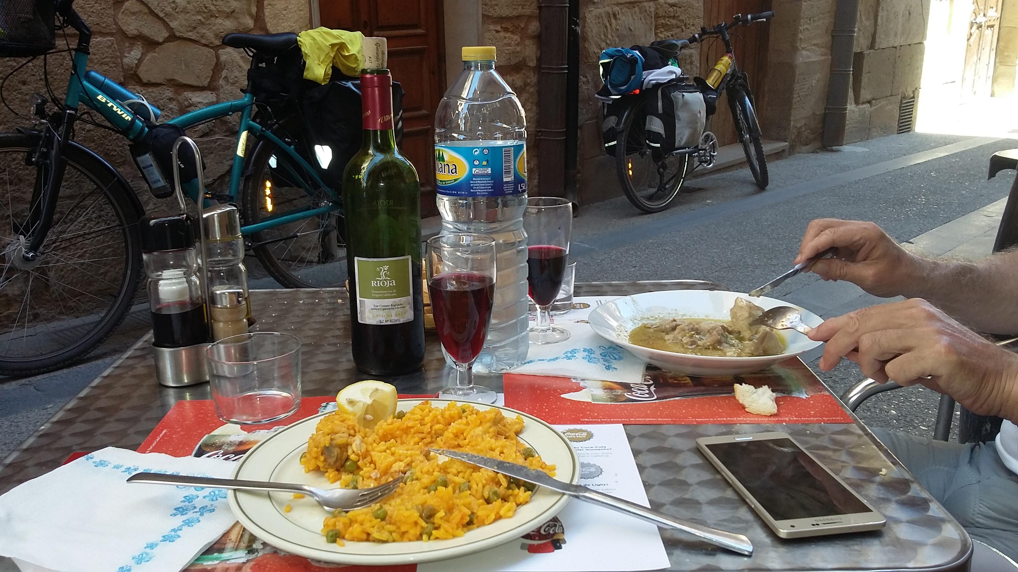Viana. Egy kellemes ebéd a városban. Peregrinos menu.
