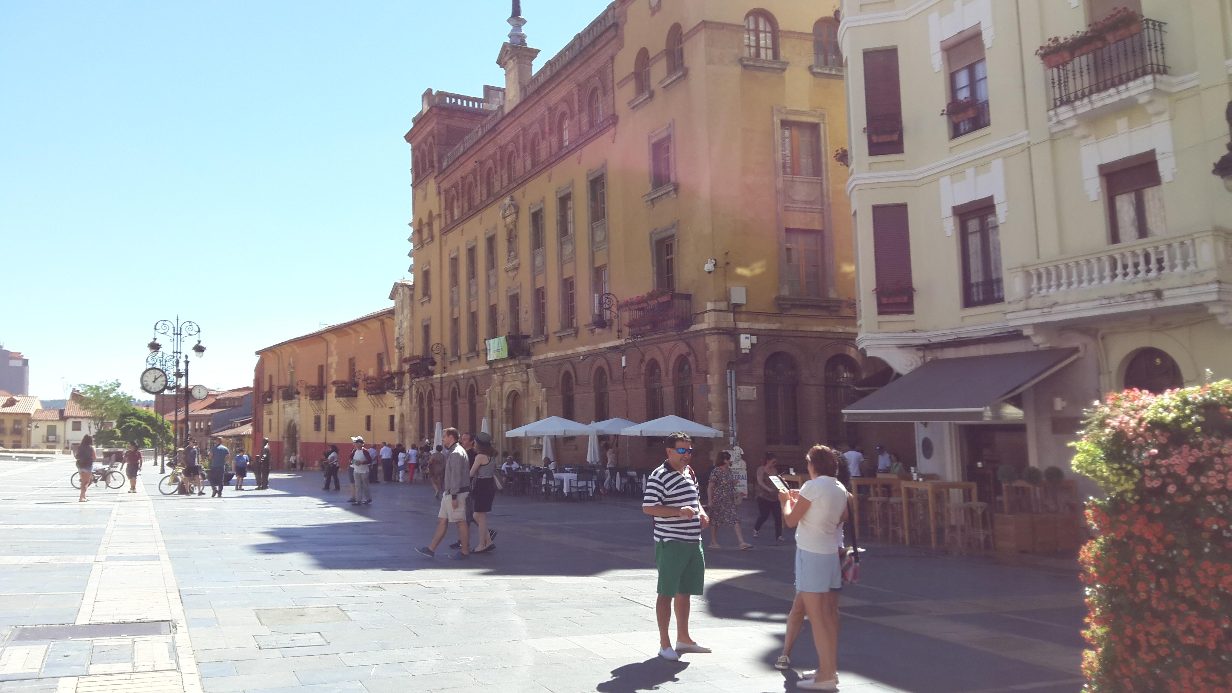 León Plaza de Regla