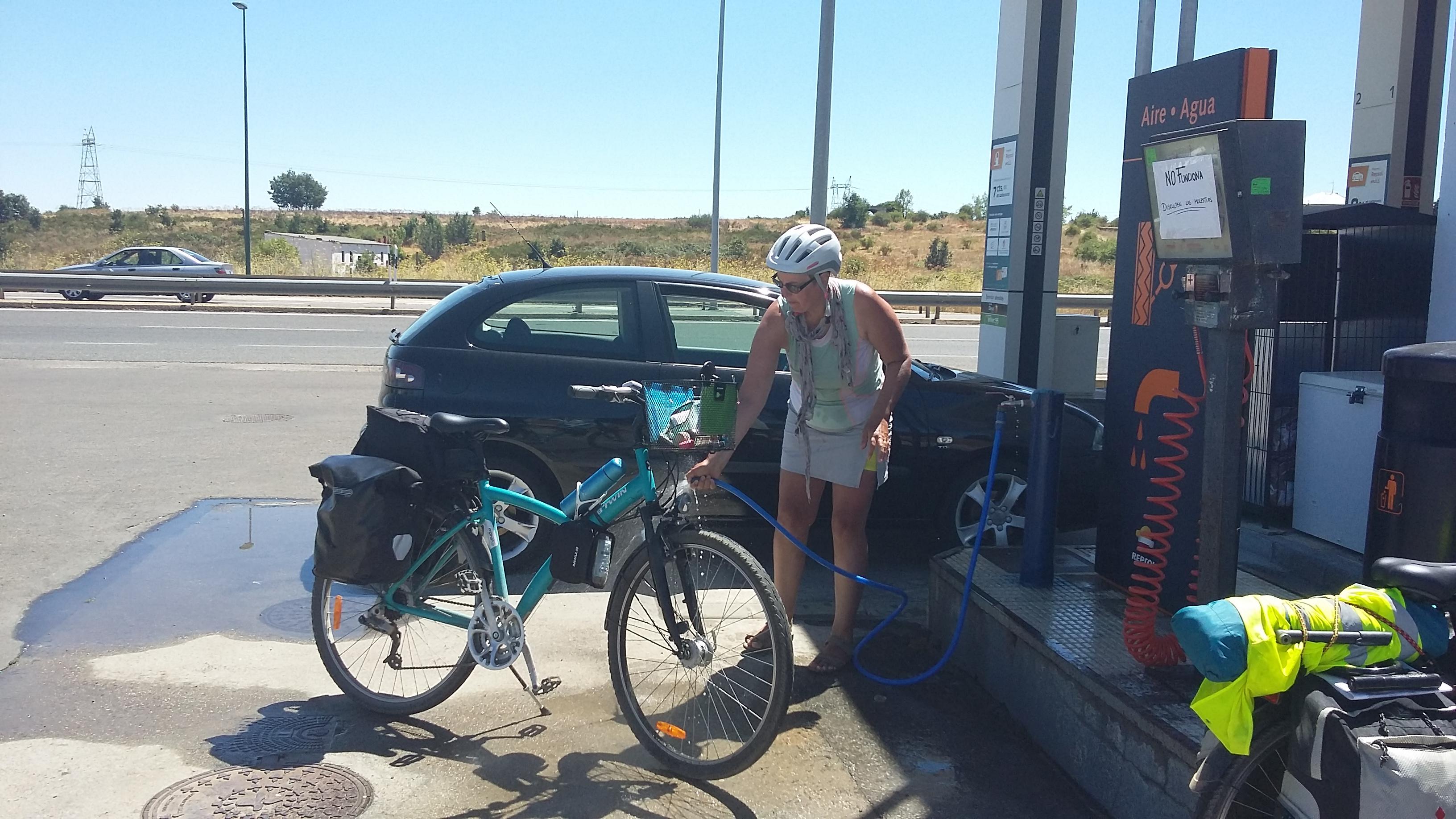 Biciklimosás Astorga felé egy benzinkútnál