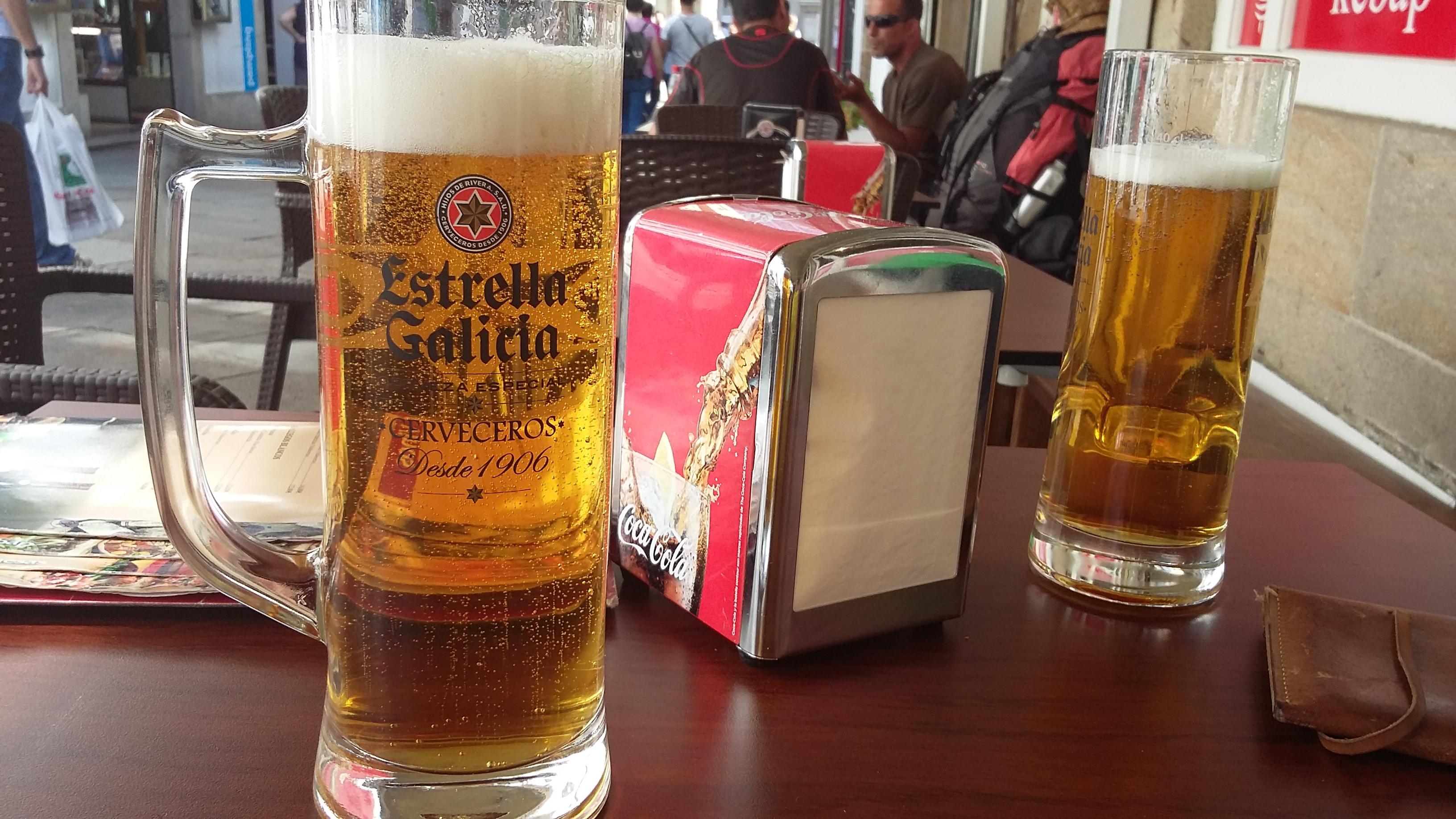 Santiago de Compostela. Az ünnepi ebédünk előtti sörünk.