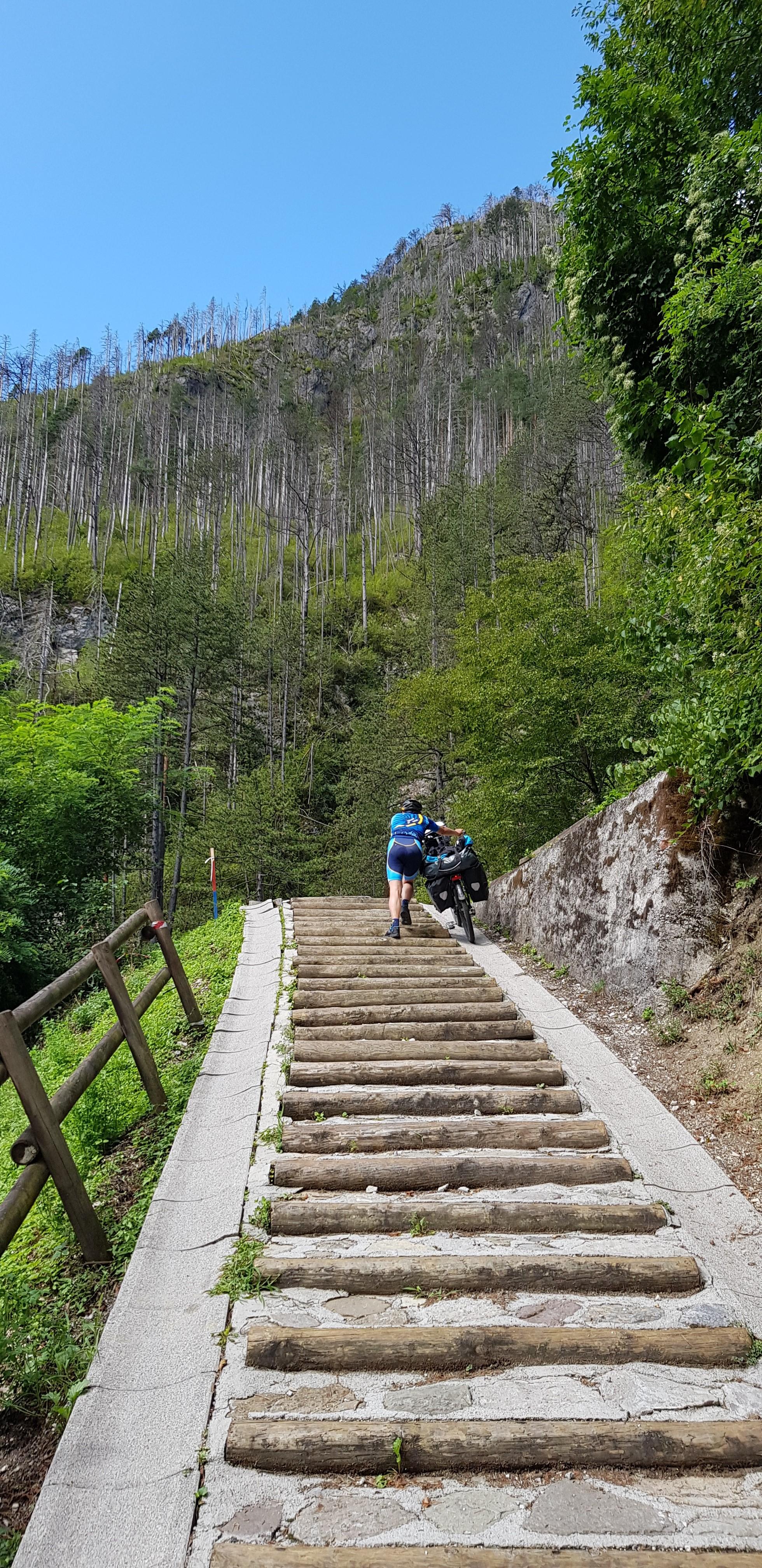 Néhol lépcső