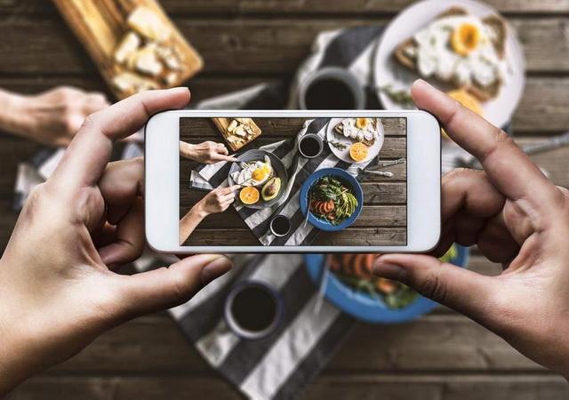 instagramming-food.jpg