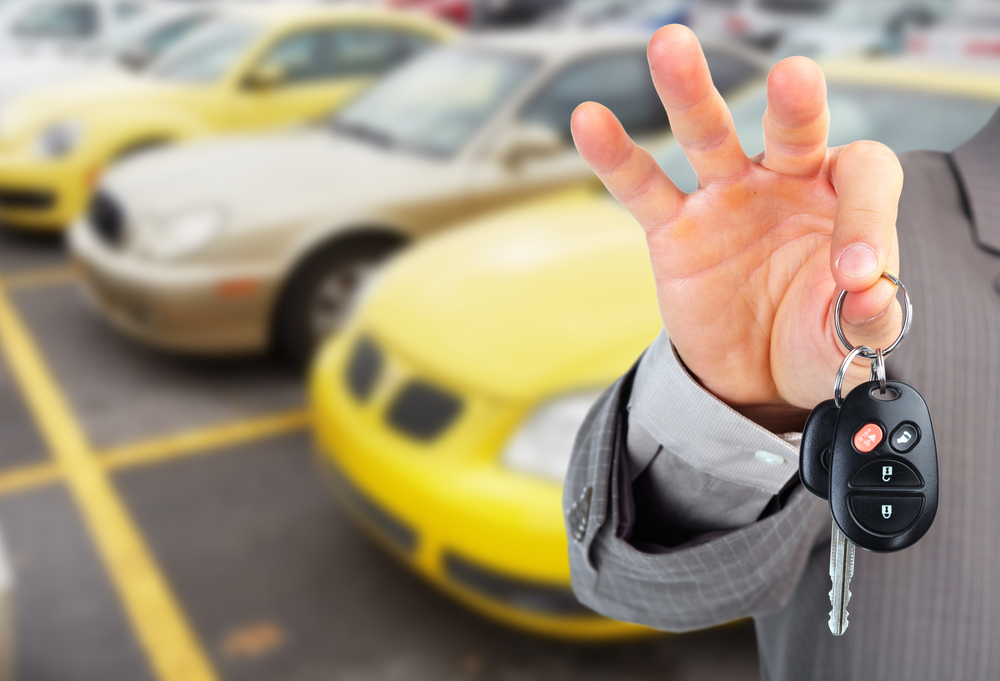 Hasznalt_autó vásárlásnál alaposan szemügyre kell venni az autót.