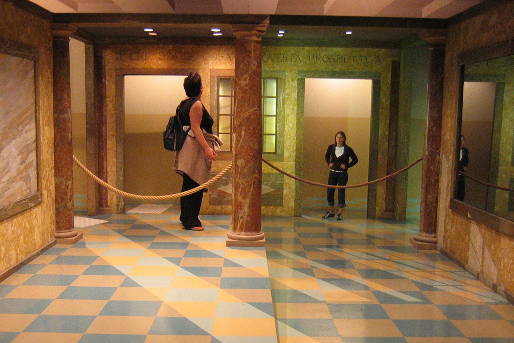 ames_room_forced_perspective.jpg