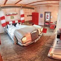 Extrém hotel nem csak autórajongóknak