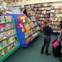 Mit ne csináljunk egy könyvesboltban?