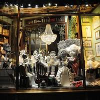 Mit keres Woody Allen és Marilyn Monroe egy kirakatban?