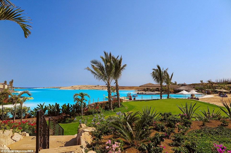 Ez is a mexikói Diamante Cabo San Lucas strandja