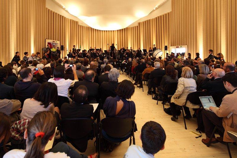 Koncertterem az olaszországi L'Aqilában a 2009-es földrengés után újjáépítve