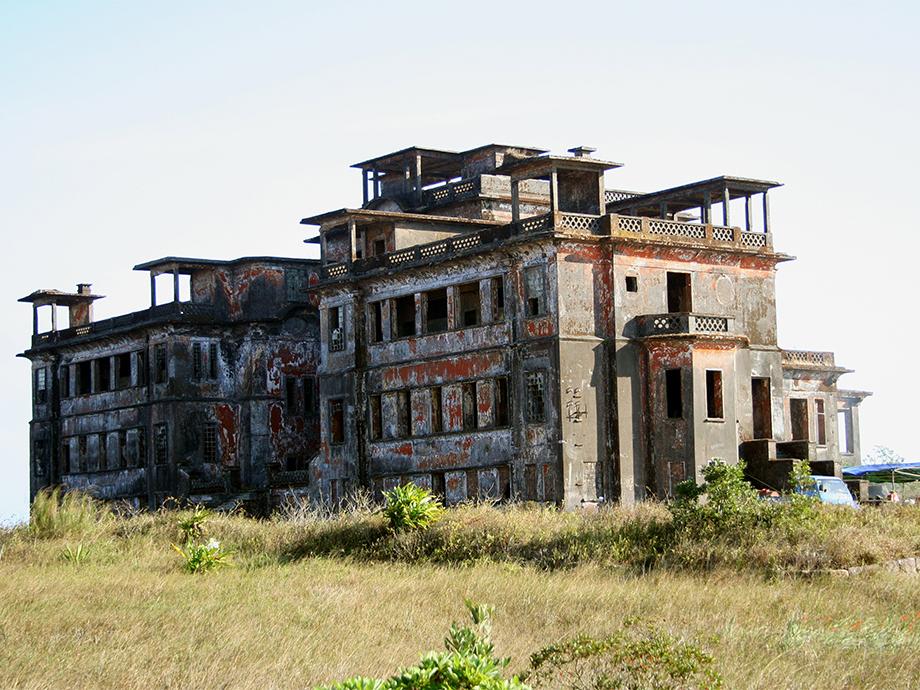 bokor_palace_hotel_foto_matt_connolley_wikimedia.jpg