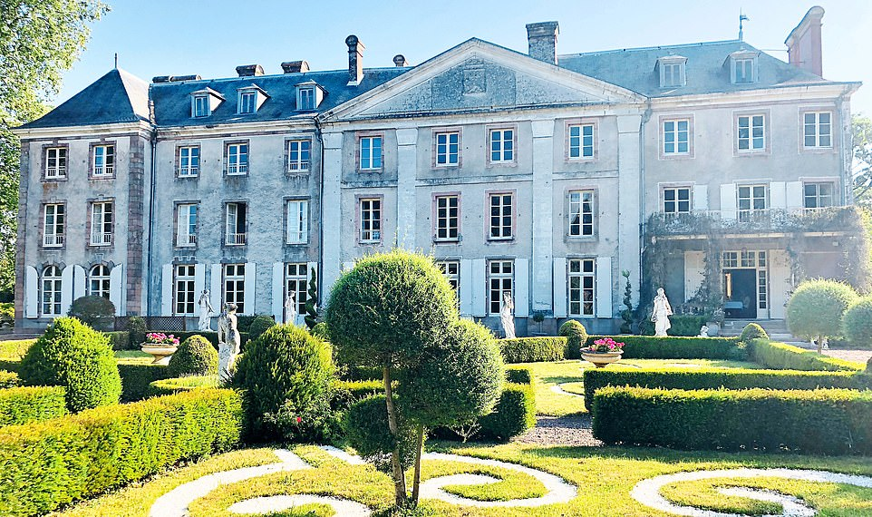 chateau_de_vezins.jpg