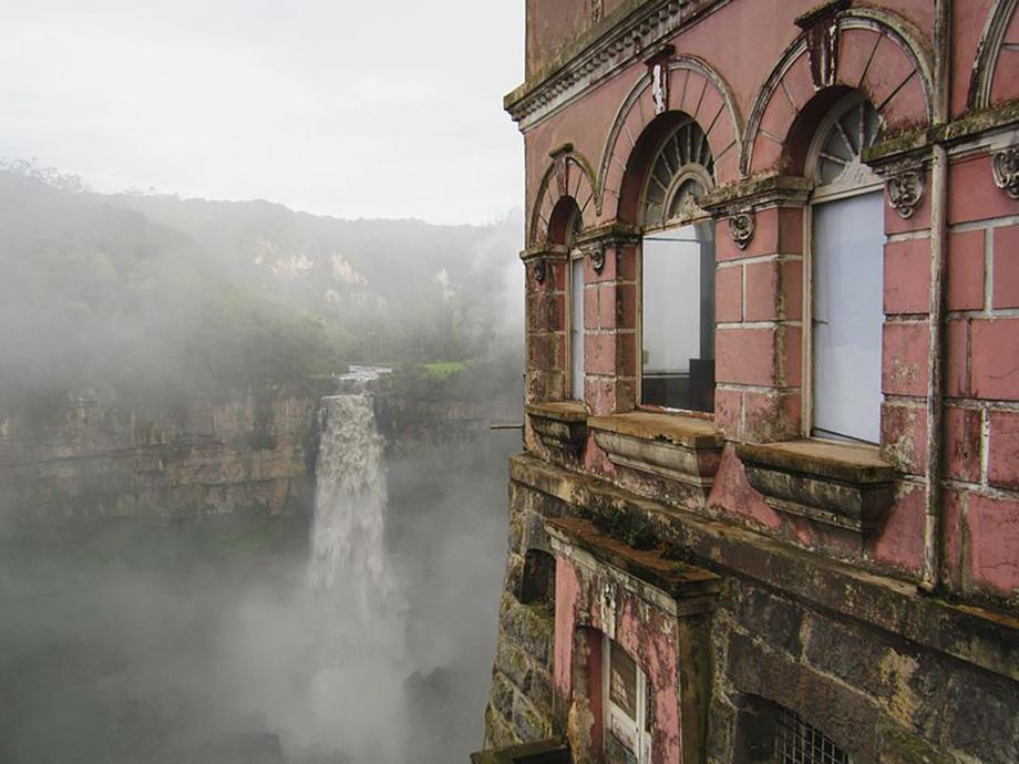 el_hotel_del_salto_foto_pedro_felipe_wikimedia.JPG