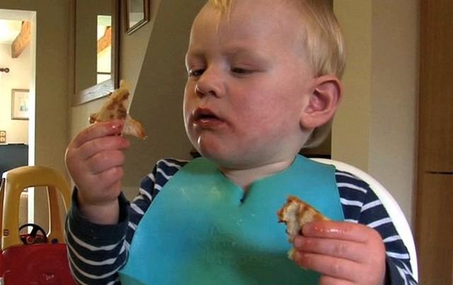 gyerek étellel.jpg