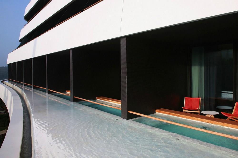 hotel_lone.jpg