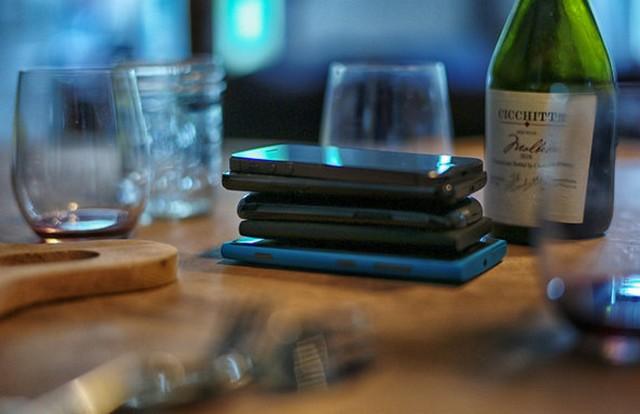 mobilok az asztalon.jpg