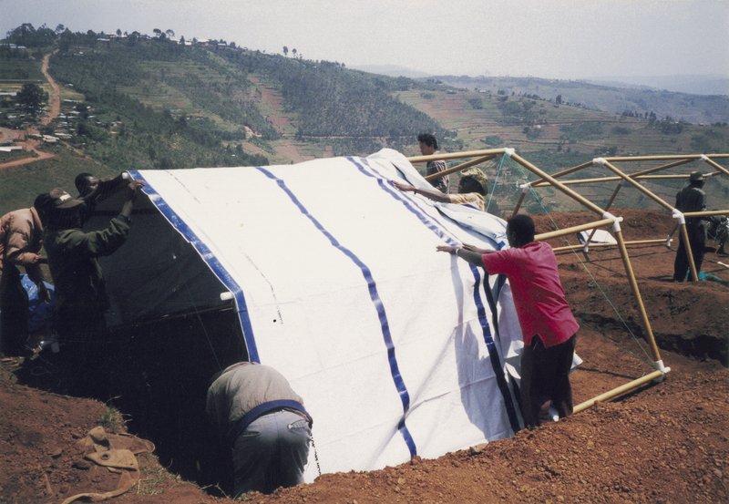 Sátorszerkezet a ruandai menekülteknek
