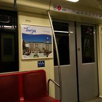 Rendhagyó, Tunéziát népszerűsítő kiállítás a budapesti metrókon