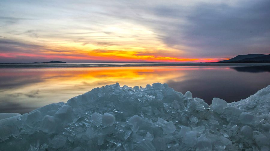balaton-varga-norbert-fotoi-balaton-balcsi-jegtablak-viharos-szel-jegzajlas-tel-winter-lake-balaton-hajozashu-900x506.jpg