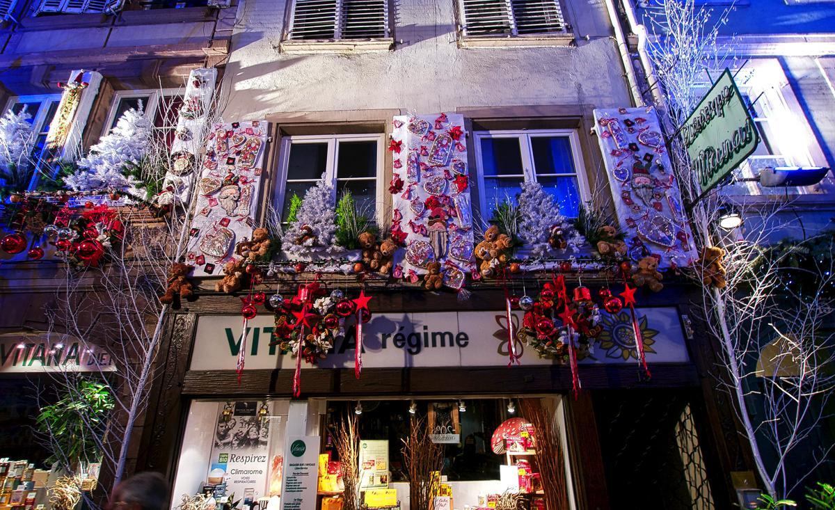 weihnachtsmarkt_christmas_market_in_strasbourg_xmas_decoration_g6i54.jpg