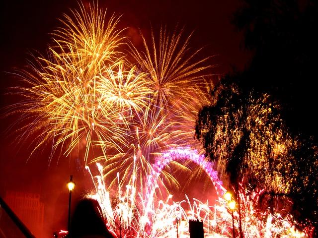 fireworks-645048_640.jpg
