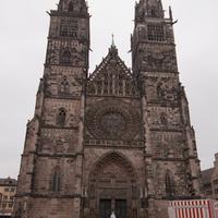 """Séta a zárt erkélyek között egy doboz """"windbeutel"""" társaságában - Nürnberg"""