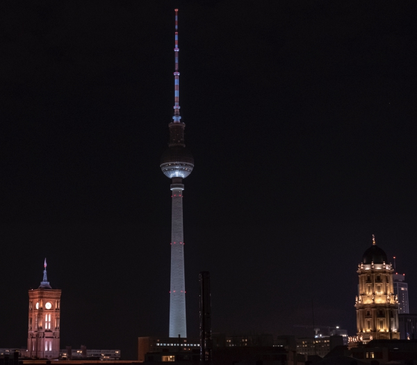 08_berlin_by_night9_towers_kicsik.jpg