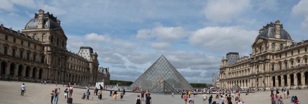 15_louvre_pyramide_kicsik.jpg