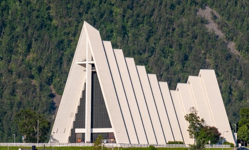 1_arctic_cathedral_a_szalloda_mello_l_kicsik.jpg