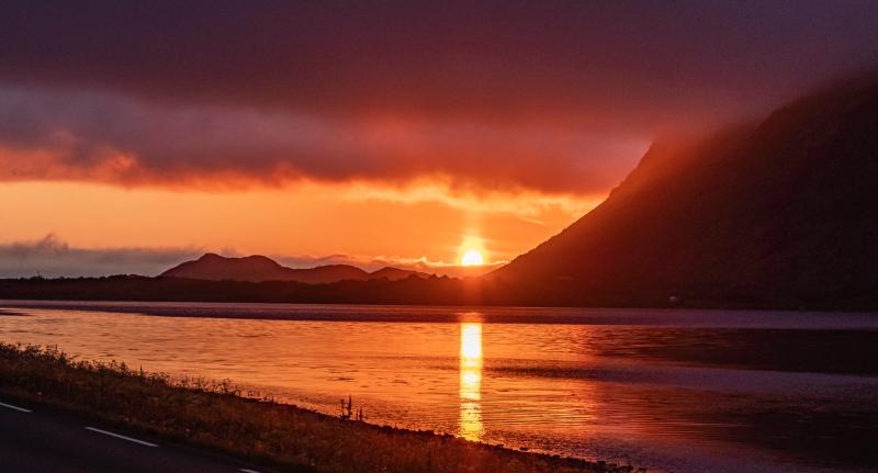 9_henningsv_r_midnight_sun_clouds5_kicsik.jpg