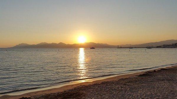 beach-589763_640