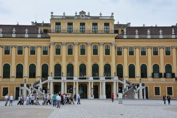 schonbrunn-palace-825775_640