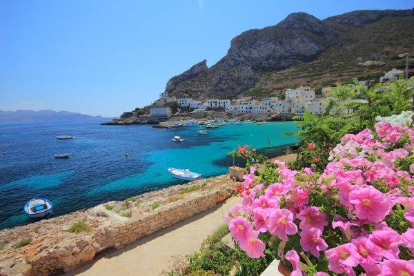 Isola_di_Levanzo_Sicilia_Italia_600x400.jpg