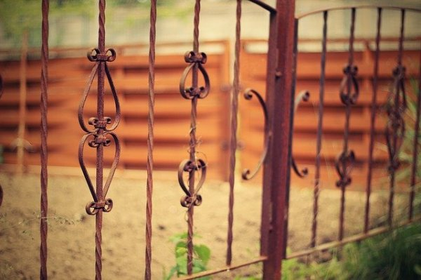 old-iron-fence-1008956_640
