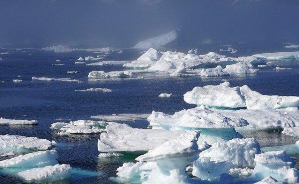 icebergs-932963_640