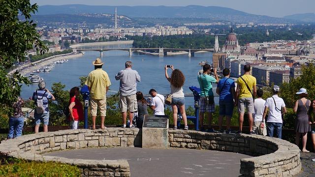 tourists-171604_640.jpg