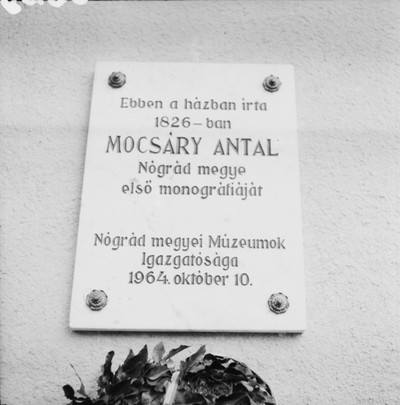 mocsary-emlektabla-a-karancslapujtoi-kastelyon_-zolyomi-jozsef-felv.jpg
