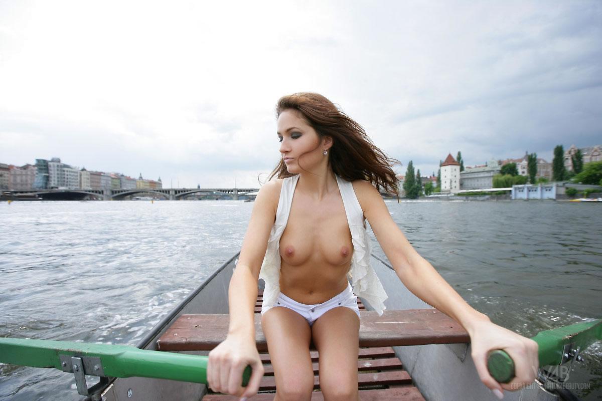 w4b-casandra-boat-trip-03.jpg