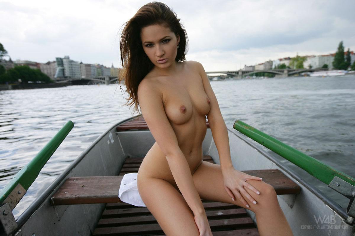 w4b-casandra-boat-trip-06.jpg
